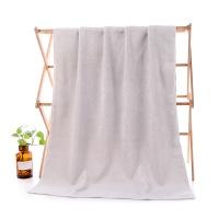 浅灰色长绒棉浴巾